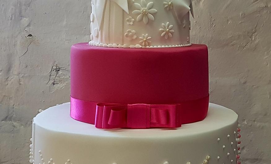 How To Make A Wedding Cake.6 Week Professional Wedding Cake Course Cake School